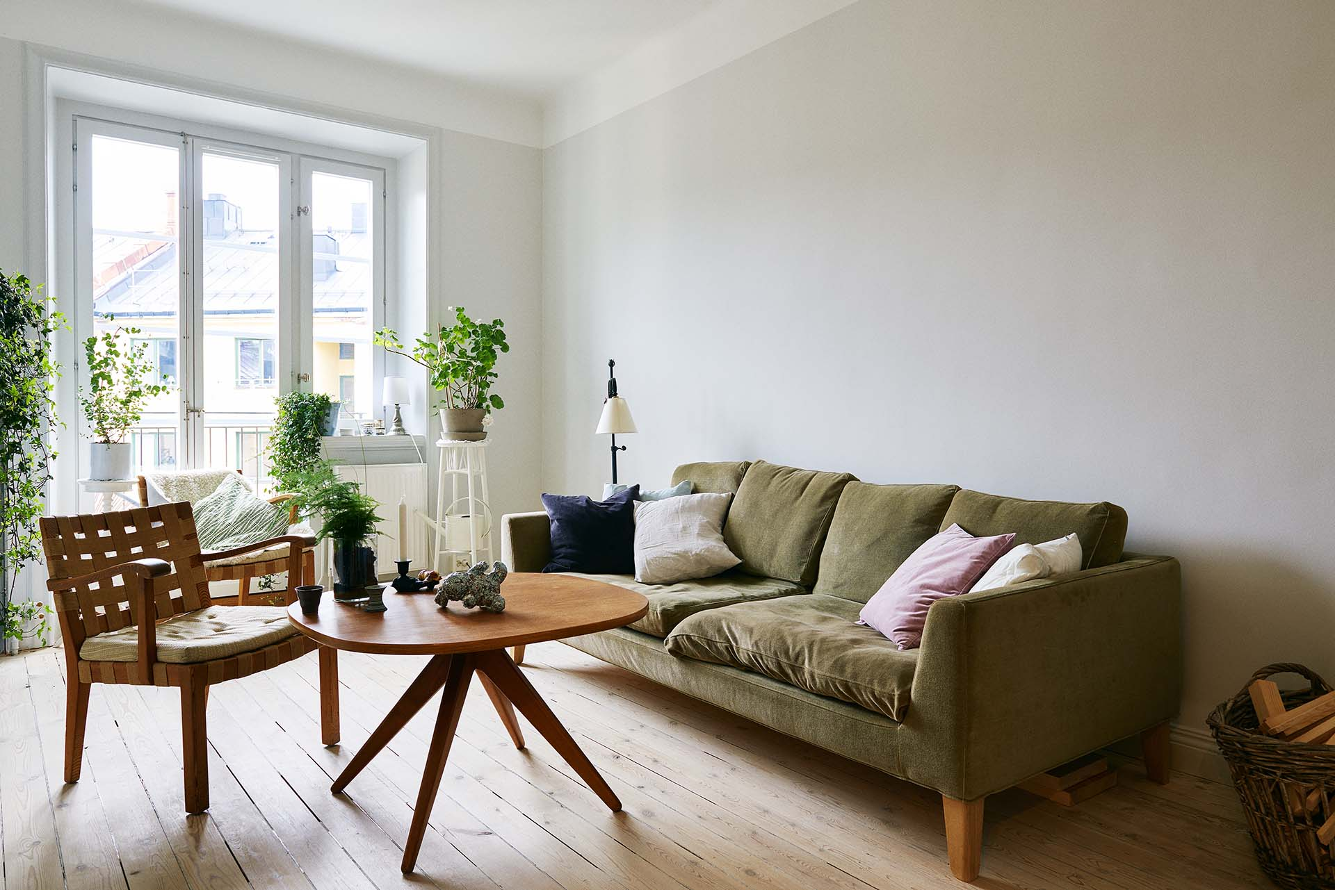 Lägenhet Södermalm, väggar i Farrow and Ball kulör Perfect White.